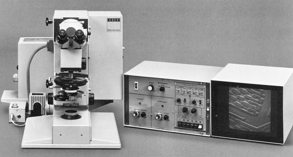 1982 Prototype of a confocal Laser Scanning Microscope (LSM).jpg